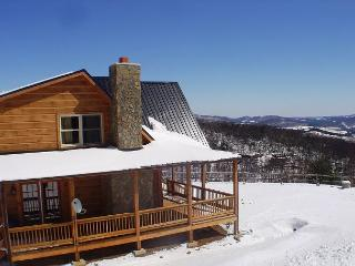 Mountain Views, Bubbling Hot Tub & Close To Town!, West Jefferson