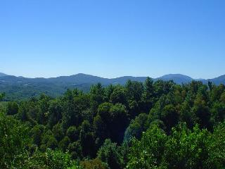 'ABOVE IT ALL' Majestic Panoramic  Views!  Memorial Day Weekend Available!, Grassy Creek