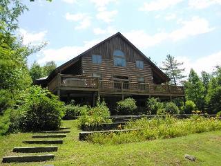 APPALACHIAN ADVENTURES-Spacious Log Home w/Spa, PingPong, WiFi, Near Parkway