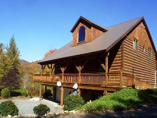 Spacious Log Home Near Parkway with Hot Tub, WiFi & Large Yard, Deep Gap