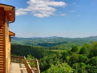 Enjoy Long Range Colorful Views From This Cabin With WiFi & Pool Table!, Grassy Creek