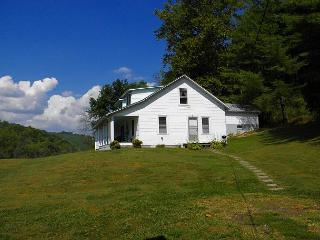 Farmhouse with 180 Acres On New River - Book Your Autumn Vacation Today!