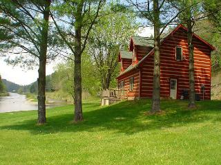 BY THE RIVER- Riverfront Cabin w/WiFi, Foosball, & Fire Pit. Book for summer!