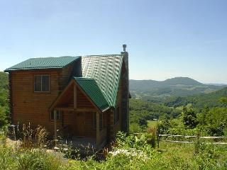 Breathtaking Views - Enjoy Cool Mountain Breezes This Summer!, West Jefferson