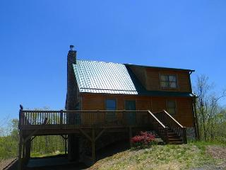 Cabin With Mountain & River Views, WiFi, Gas Fireplace, Large Deck, West Jefferson