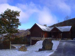 Elegant & Luxurious Custom Log Home Mtn Views!  JANUARY RATE REDUCED TO $259!