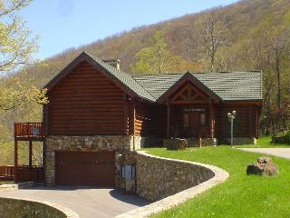 Custom Log Cabin at 4000ft with Panoramic Views, Spacious Decks & WiFi!, West Jefferson