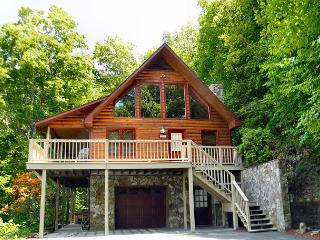 3 Level Log Cabin With Privacy, Hot Tub, WiFi & Near West Jefferson