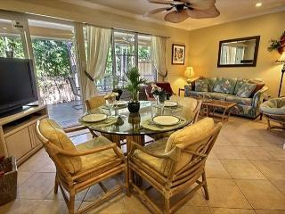 Lovely Garden View Home.  Three minute stroll to the beach!, Lahaina