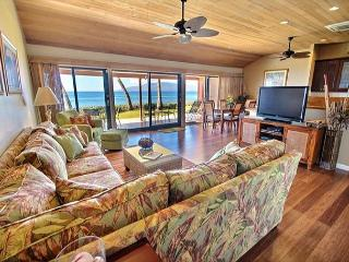 Oceanfront 176-2 Outstanding Location on the water, Lahaina
