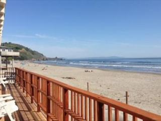 Cozy oceanfront three bedroom, and one bath house., Stinson Beach