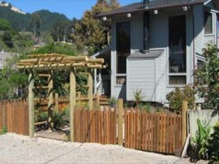 Two story beach cottage with private yard and hot tub, Stinson Beach