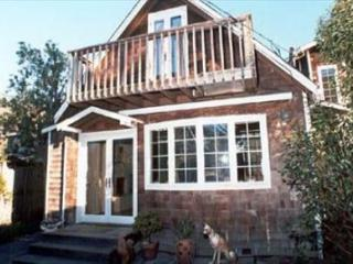 Adorable, upgraded cottage just a few steps from the beach, Stinson Beach
