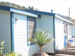 Charming updated casita just one block from the beach., Stinson Beach