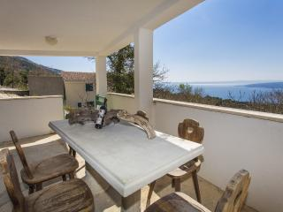 Traditional holiday home for 3 people Baska Voda