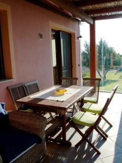 tavolo per colazione e cene in veranda