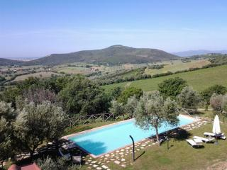 The sea and hills of Tuscany, Campagnatico