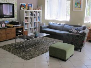 great cosy apartment minutes walk from the beach, Herzliya