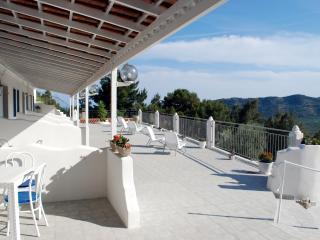 Meravigliose case vacanza a Mattinata con panorama e salottini