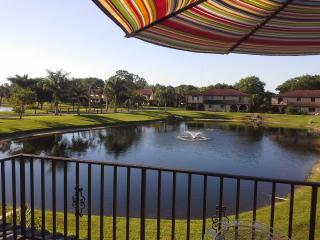 Beautiful Townhouse directly faced to the Lake, Bonita Springs