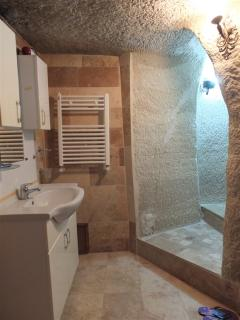 Big shower and toilet in the cave