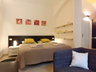Sunny apartment near Vltava River, Prague center
