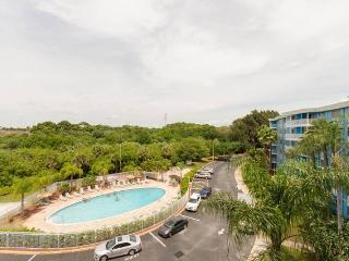 Tropical 1/1 Private Condo, 4 mi. to St. Pete Beach, Ft. Desoto Park!