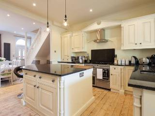 Luxury 2 Bedroom Beautiful Edwardian House - Free WiFi & Parking - Sunny Garden