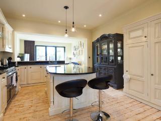 Luxury 2 bedroom Edwardian House Parking & Garden, Salford