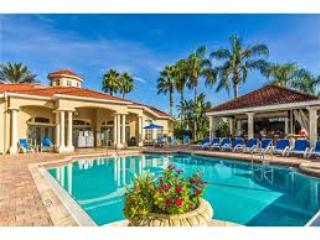 EMERALD ISLAND RESORT 2701 Prestigious Gated Resort 4 bed/3.5 -3 miles to Disney, Kissimmee