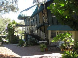 2B/1b garden apartment, Sarasota