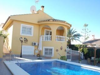 4 bedrooms detached villa with private pool, Quesada