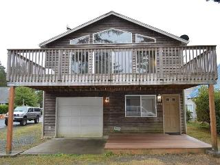 Beeswax Park~SPACIOUS FAMILY HOME!! Close to the Beach,Town and Park!!!!!!!!, Manzanita