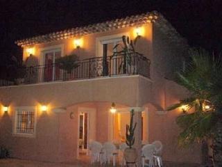 Superbe villa provençale 5*, piscine chauffée, climatisation, sécurisée.