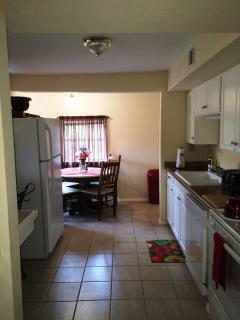 Full Size Kitchen With Full Size Appliances, Cookware, Dishes, Dishwasher,Utensils
