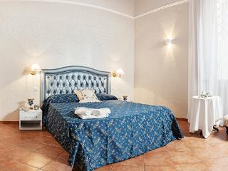 The 'Lo Specchio' master bedroom