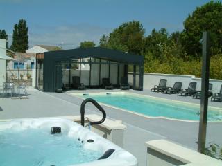 FOURAS Balcon sur FORT BOYARD en residence ****, 200m Ocean, Piscine chauffee,