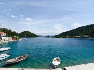 3 bed apt-beachfront-with sea view, Mljet Island
