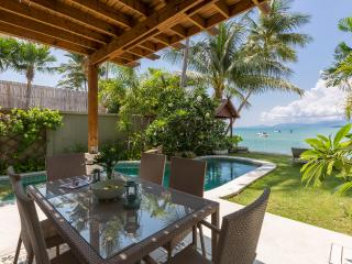 Villa Charmant - a charming villa right on the beach!