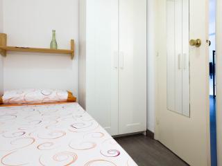 Basic room for (1) girl, Barcelona