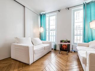 Charming flat beside Eiffel Tower, Paris