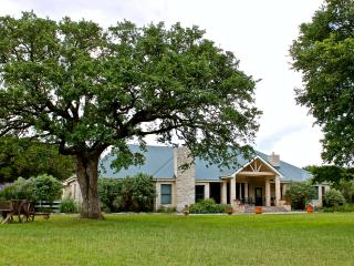 Luxury Ranch on 200 Private Acres w/Swimming Pool, Wimberley