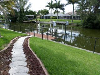 Villa Savannah Dawn w/ Heated Pool/Canal/Boat Lift