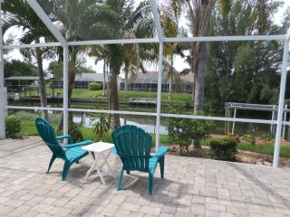 Villa Savannah Dawn w/ Heated Pool/Canal/Boat Lift, Cape Coral