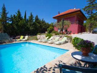 Heavenly mountain retreat in Canyelles, only 6km from the beach