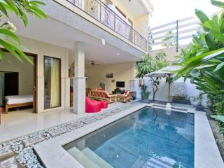 Jenja villa. 700m to ocean. Double Six, Kuta