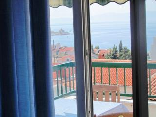 Apart Rose gal. next to the beach, with balcony and seaview, aircondition