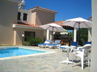 3 bedroom villa, private pool,close to sandy beach