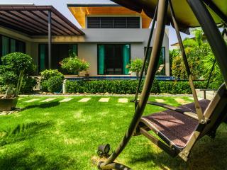 Baan Bua Villa Love in Nai Harn