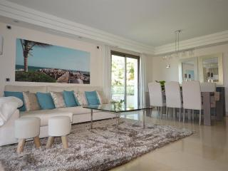Immaculate Brand New Golden Mile Luxury Apartment, Marbella